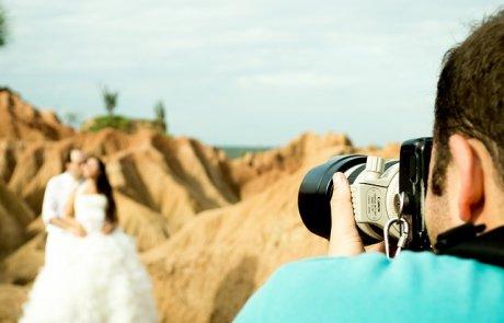 השוואה בין צלם אירועים מקצועי ולא מקצועי